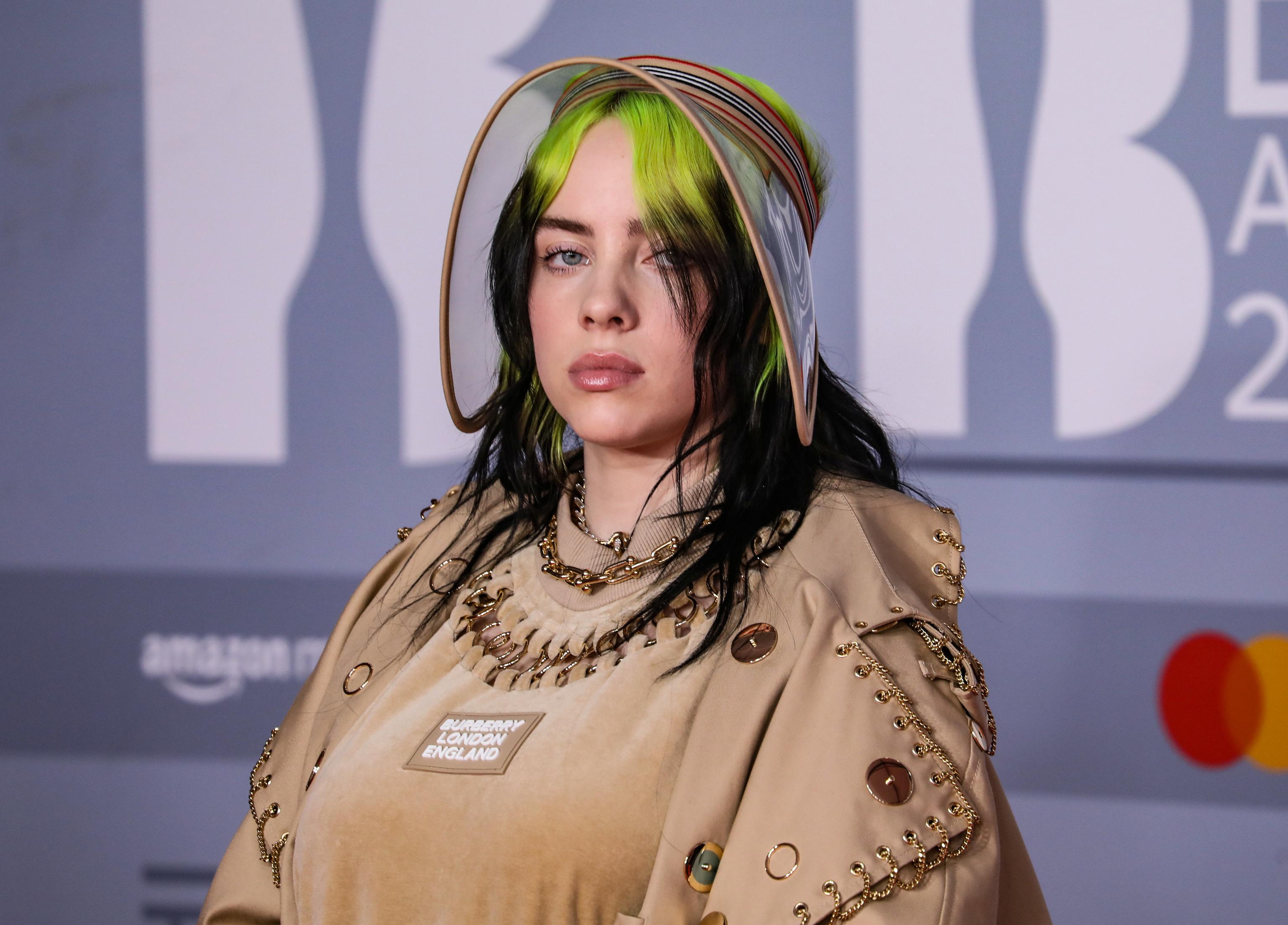 La cantante Billie Eilish en los Premios Brit en 2020.