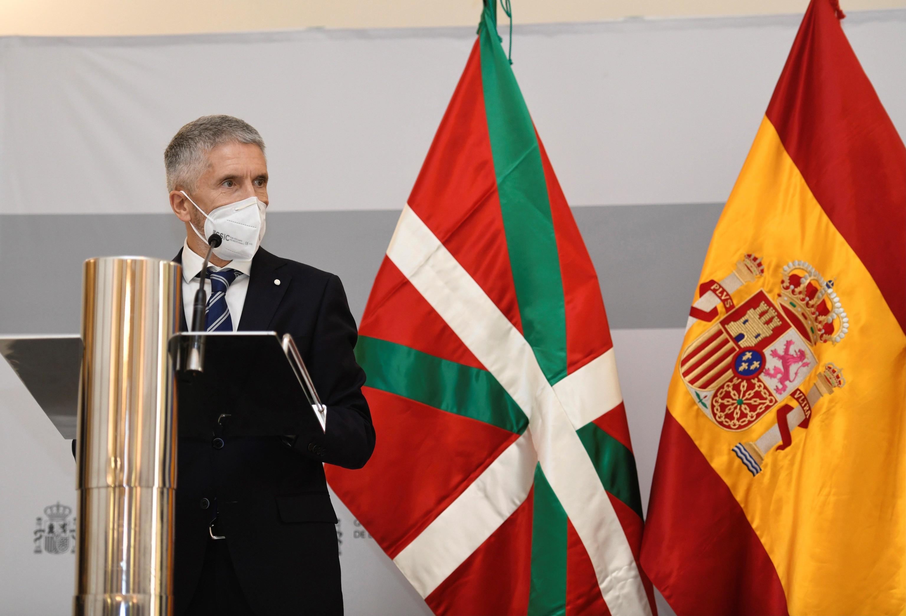 El ministro del Interior, Fernando Grande-Marlaska, en rueda de prensa tras reunirse con el vicelehendakari Josu Erkoreka.