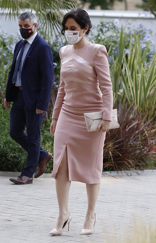 Isabel Díaz Ayuso con el vestido 'Natalie' (295 euros).