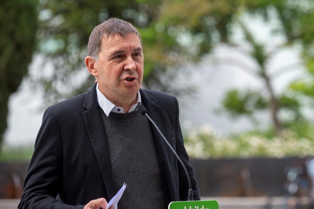 El líder de EH Bildu Arnaldo Otegi durante su comparecencia tras reunirse con la dirección de su partido en Álava.