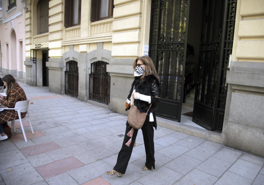 Rosalía Iglesias, saliendo de su casa en octubre de 2020.