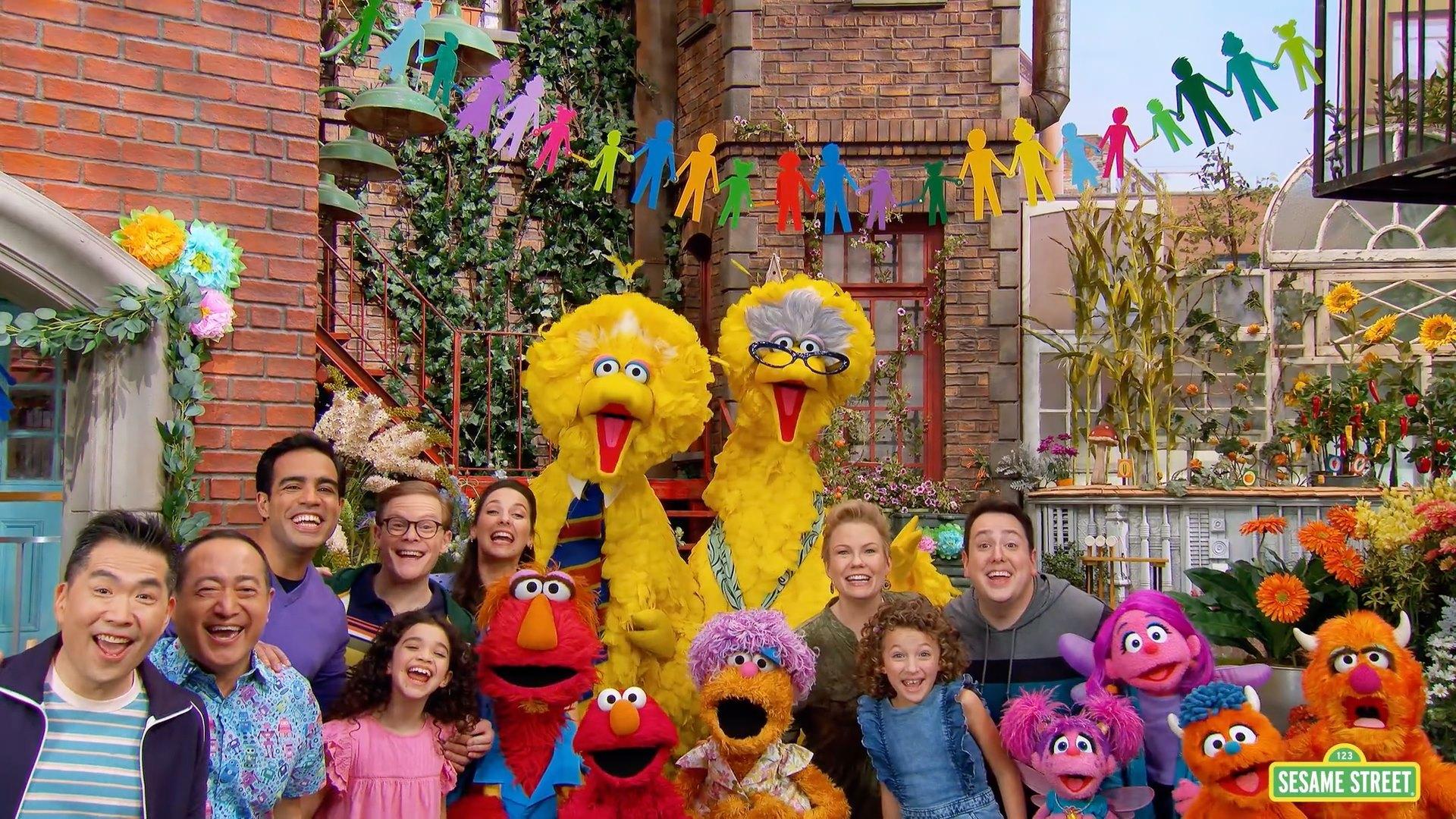 El elenco entero de Sesame Street.