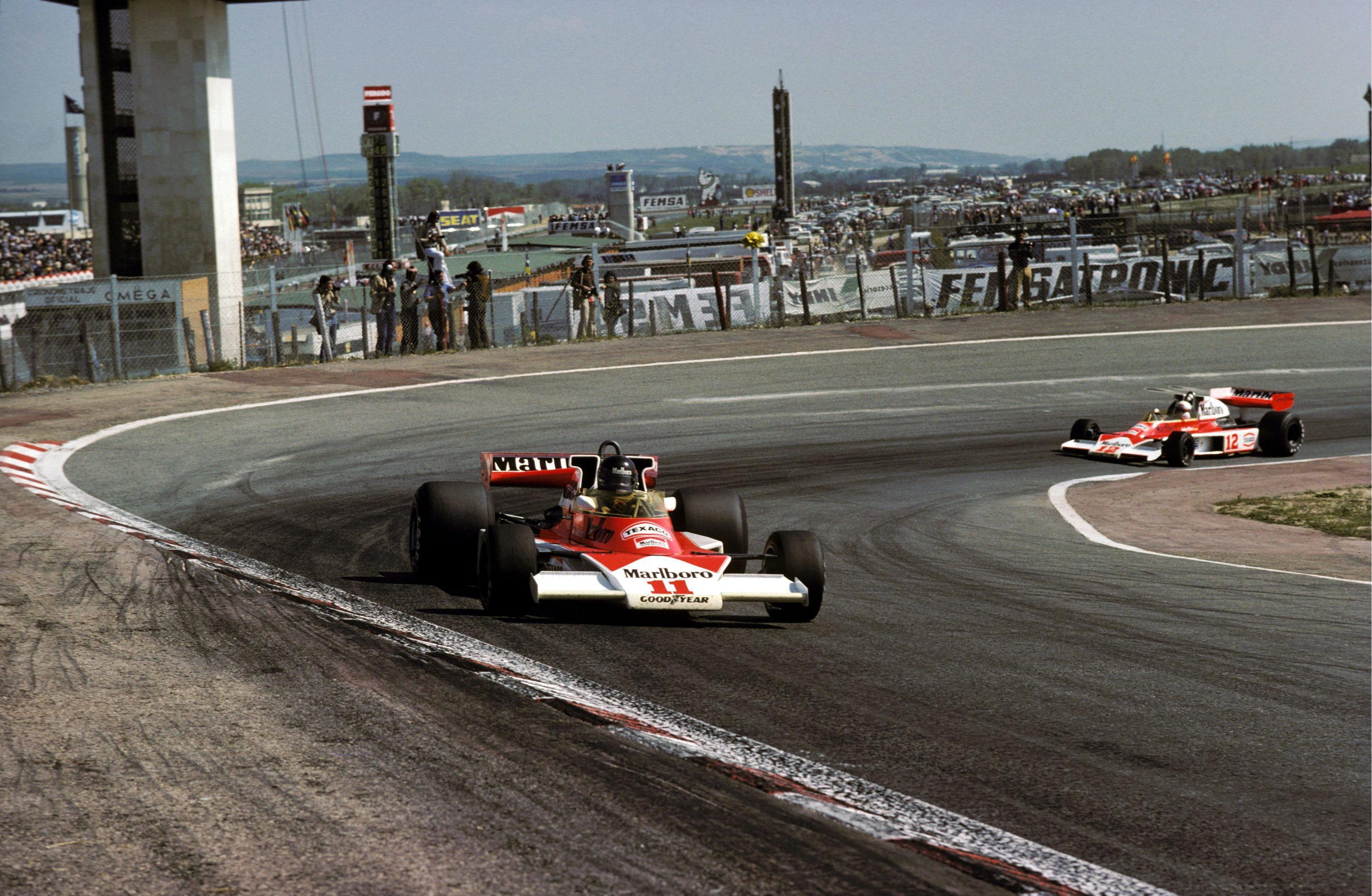 James Hunt al volante de su McLaren, en el Jarama en 1976.