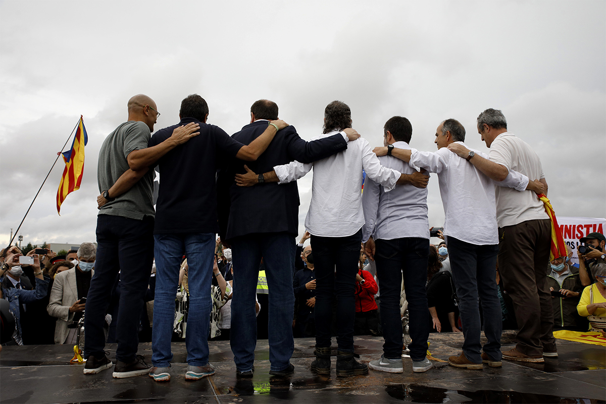 Los líderes independentistas, a su salida de Lledoners.
