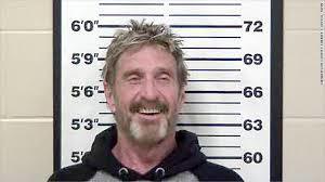 Foto de la ficha policial de John McAfee en Estados Unidos.
