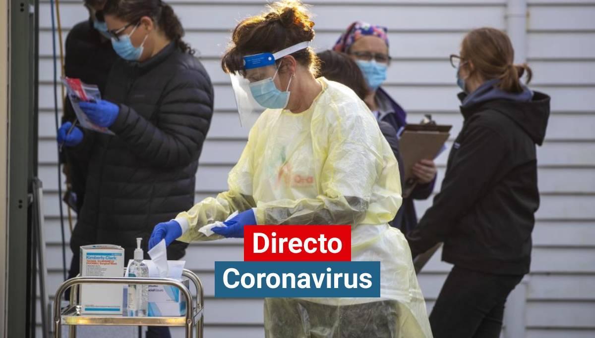 Una sanitaria prepara test del coronavirus en Nueva Zelanda.