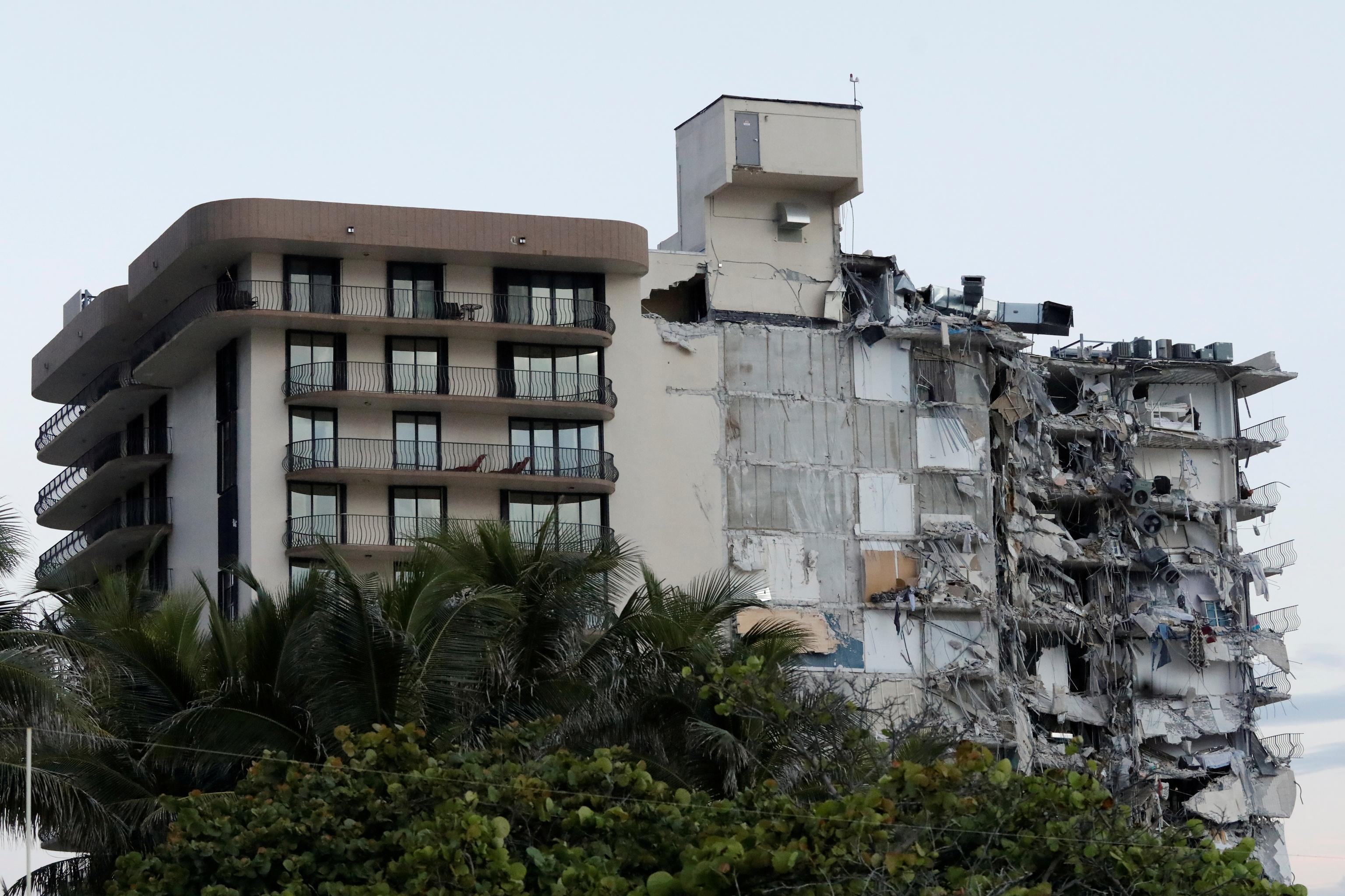 Imagen del edificio en el que están trabajando los equipos de rescate.