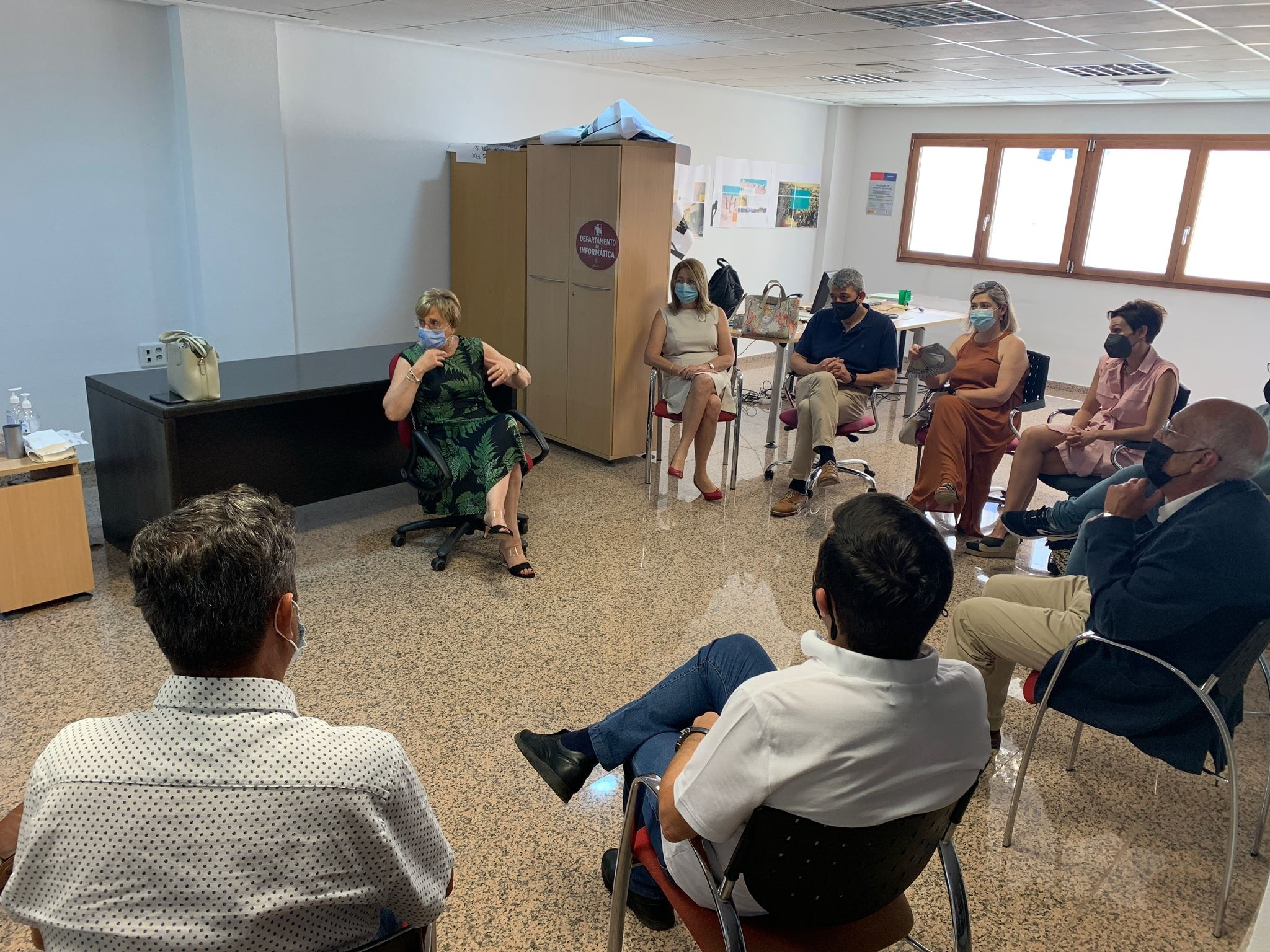 La consellera Ana Barceló con alcaldes de municipios del departamento de salud de Torrevieja.