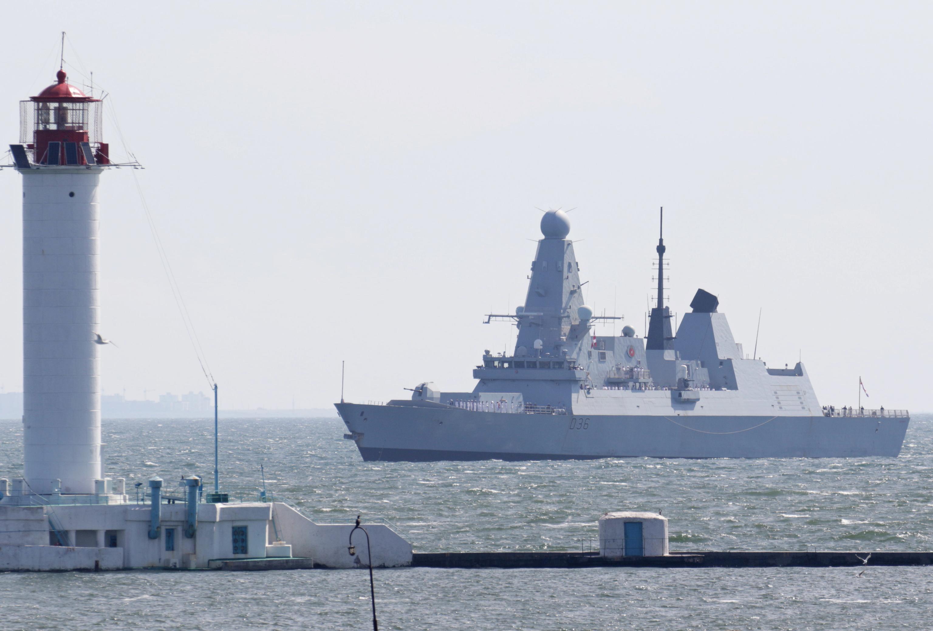 El destructor Royal Navy entra en Ucrania.