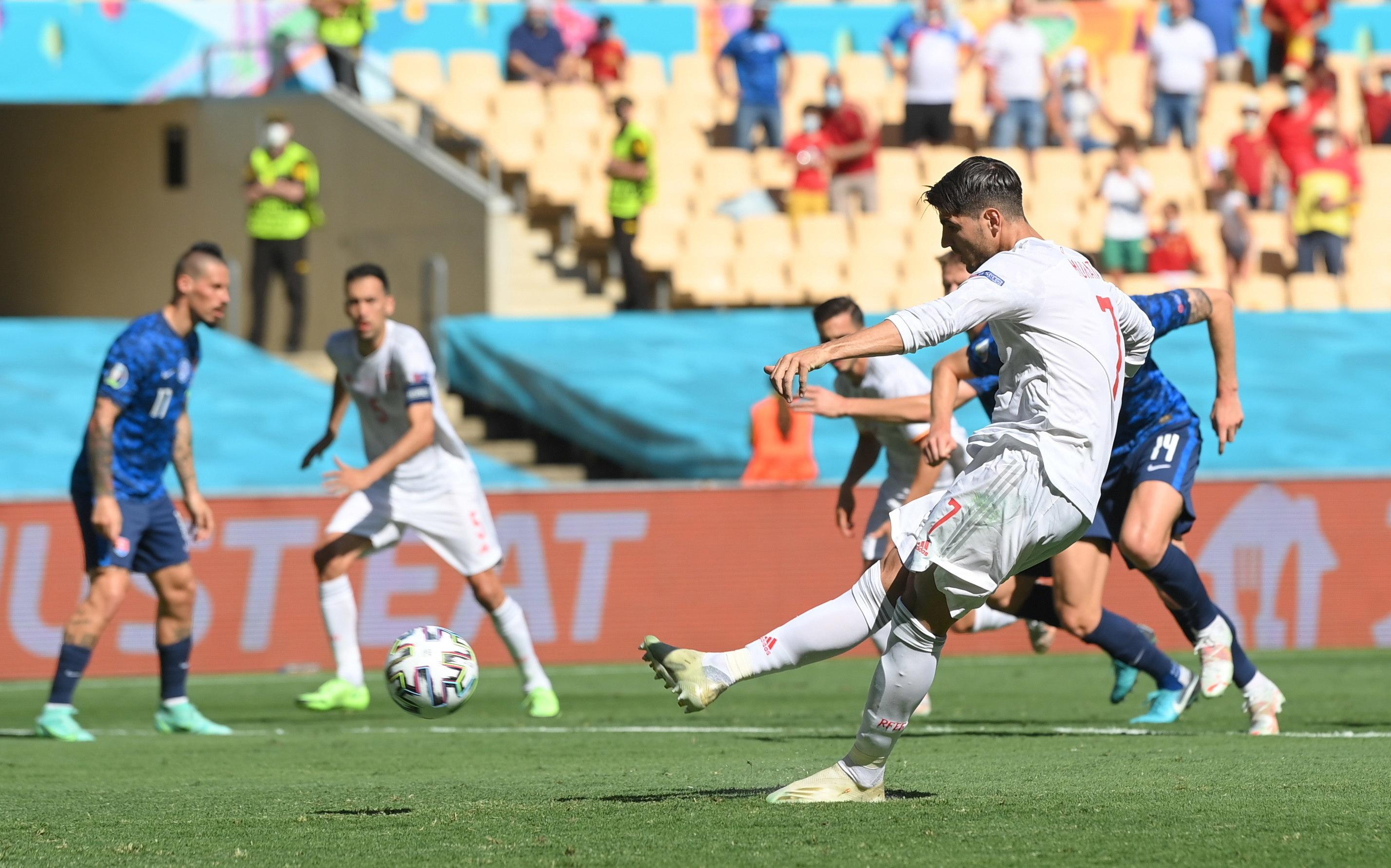Moranta lanza el penalti que falló ante Eslovaquia