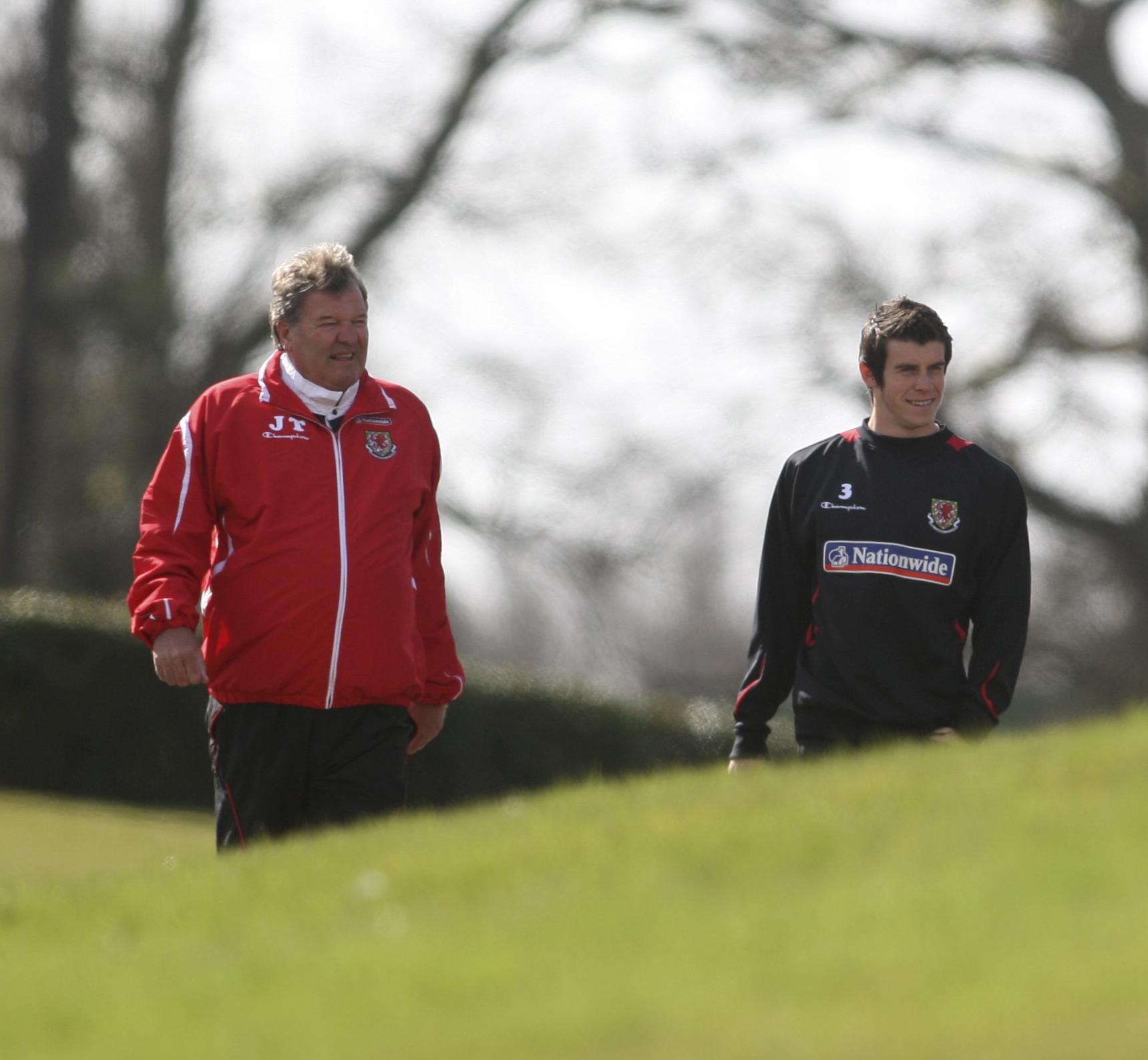 Toshack y Bale, durante su etapa en la selección galesa.