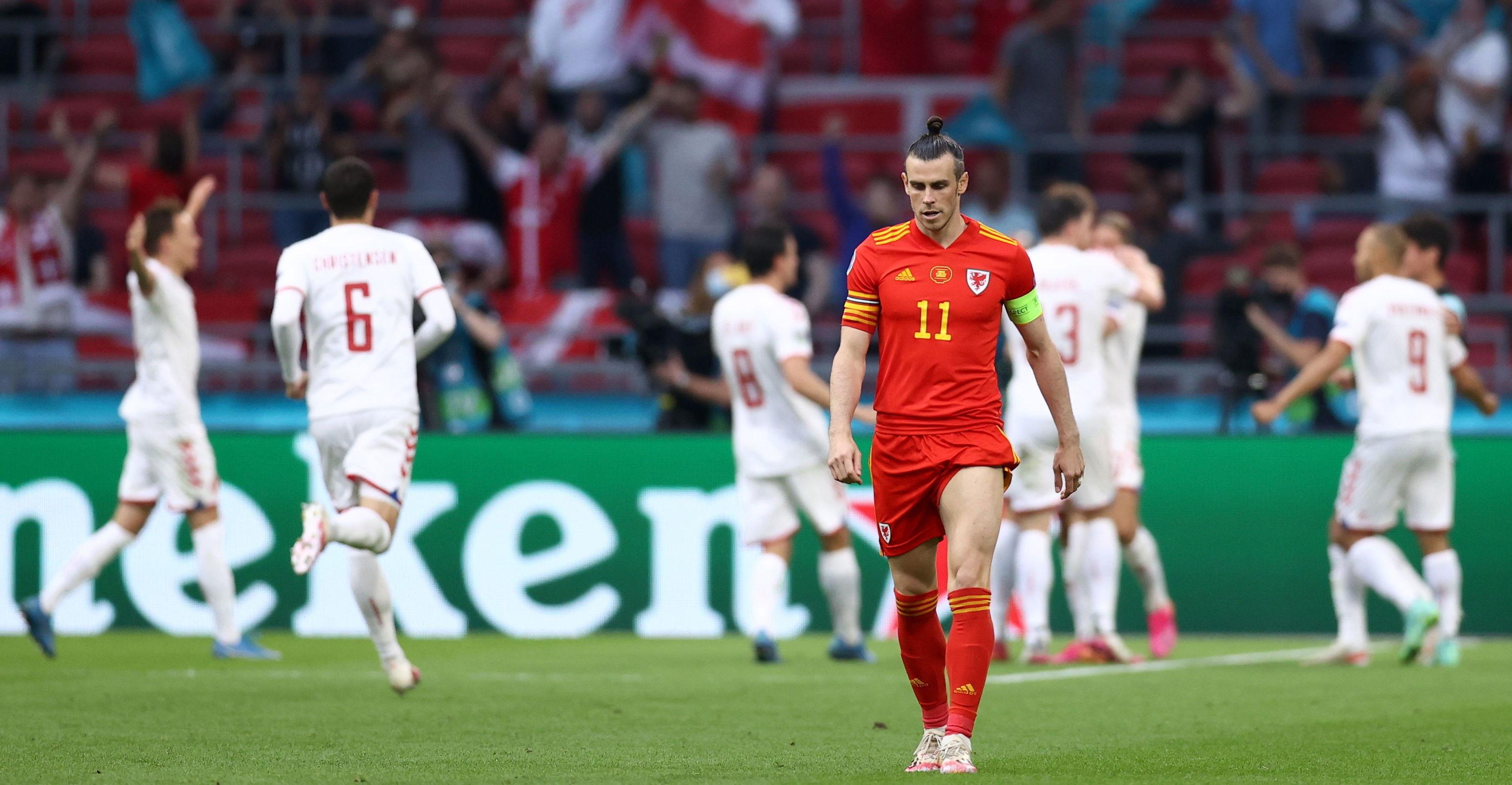Bale, mientras los daneses celebraban un gol.