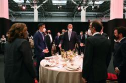 El Rey, junto a Sánchez, Aragonés y Colau en la cena de inauguración del Mobile World Congress.