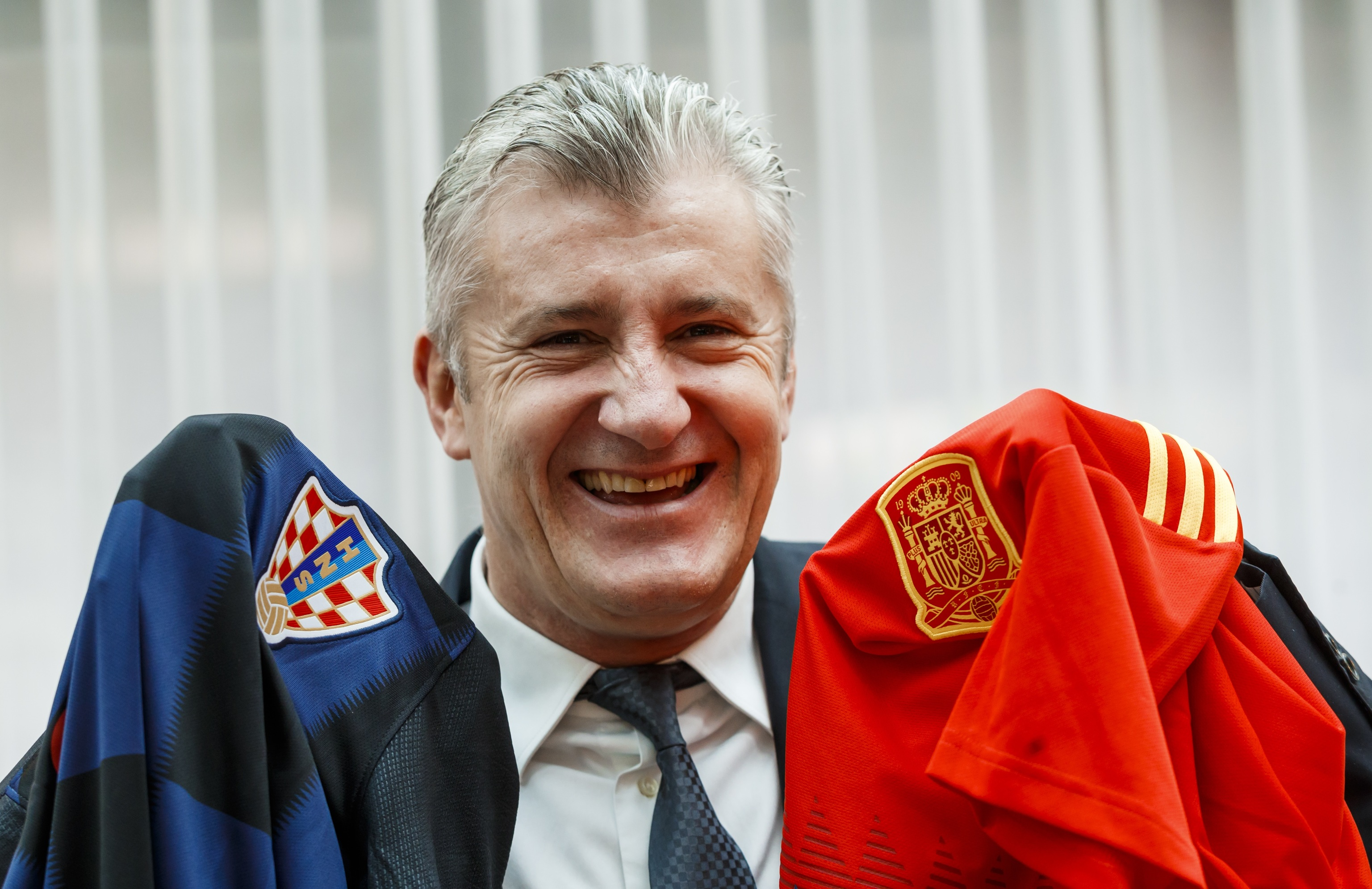 Suker, con las camisetas de Croacia y España.