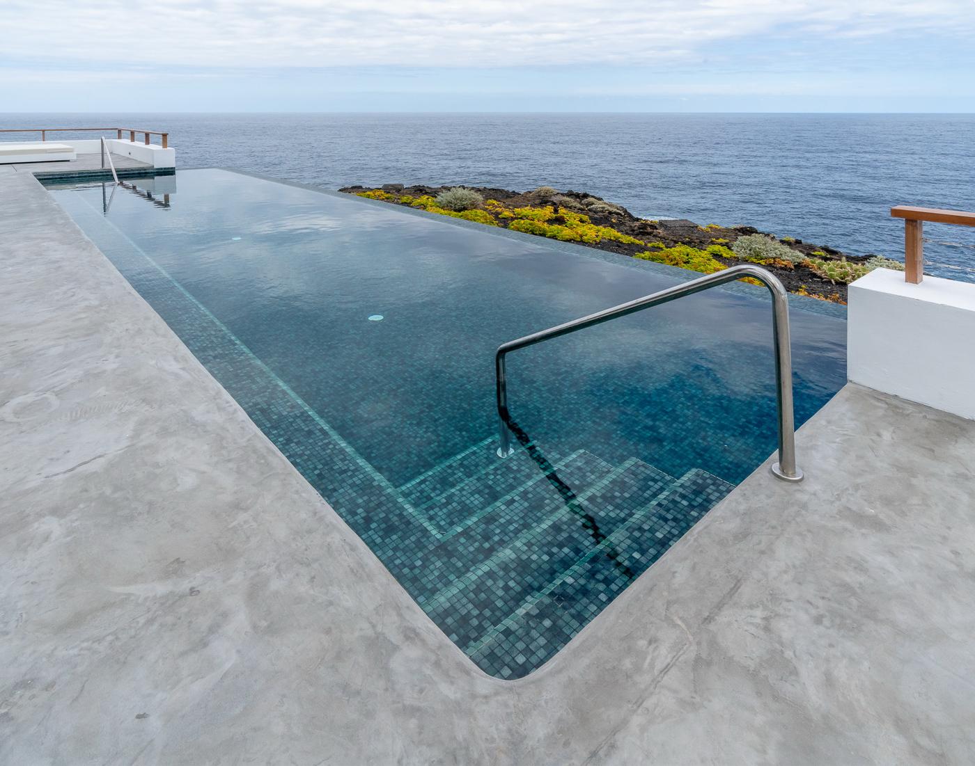 La piscina infinita.