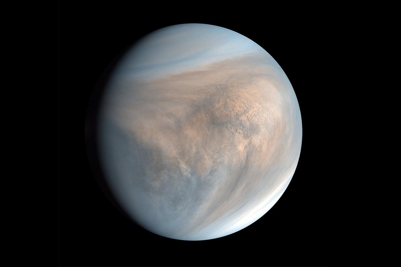 Las nubes de Venus no tienen suficiente agua para albergar vida... pero las de Júpiter sí