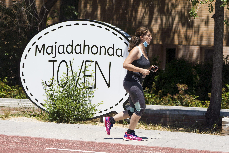Una corredora en Majadahonda.