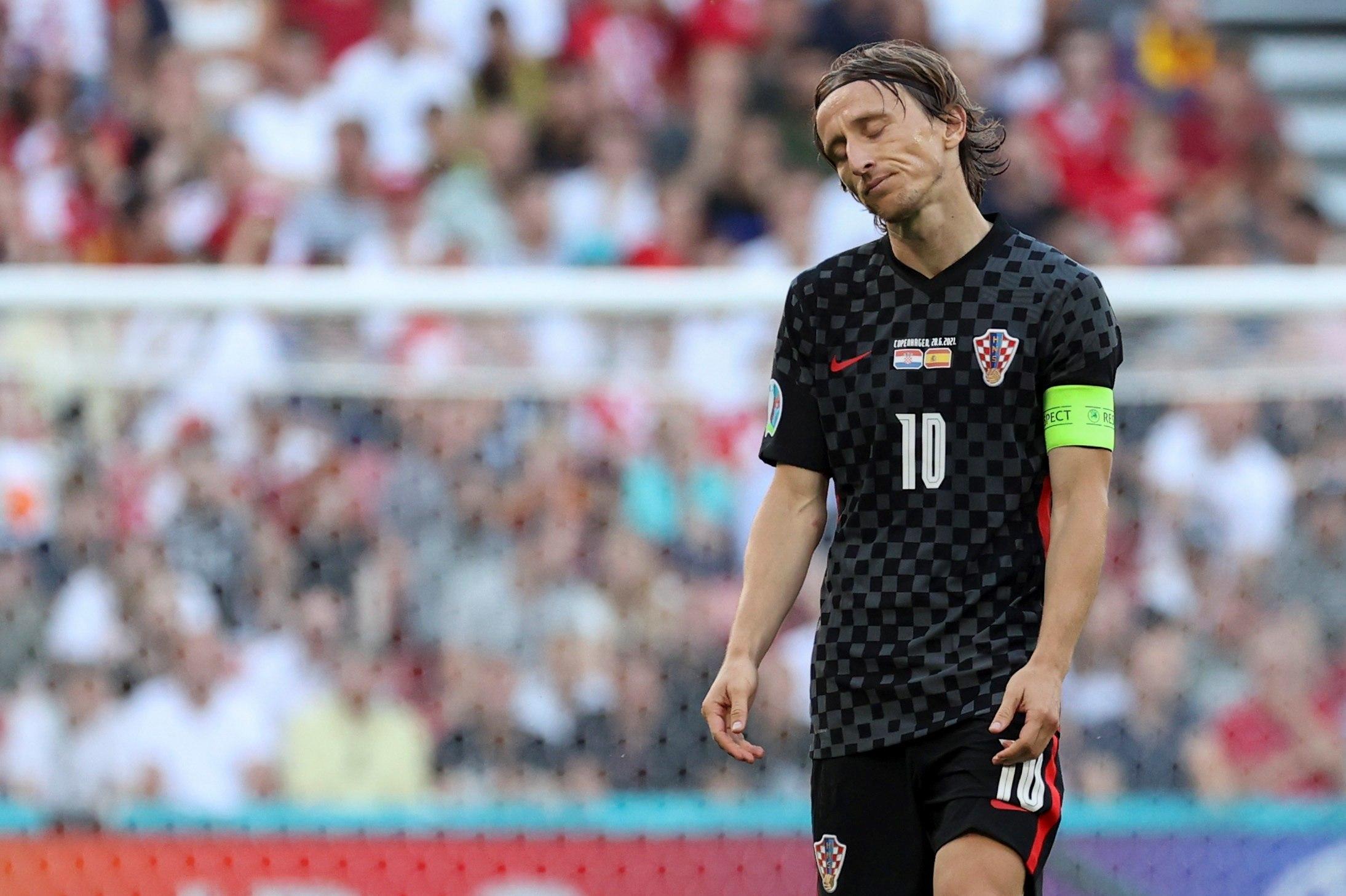 Modric, abatido tras uno de los goles de España.