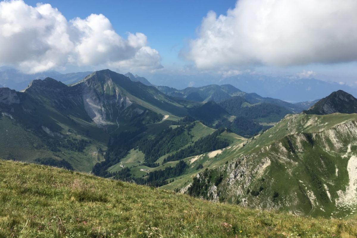 Vistas de los Alpes desde la cima del Moléson.
