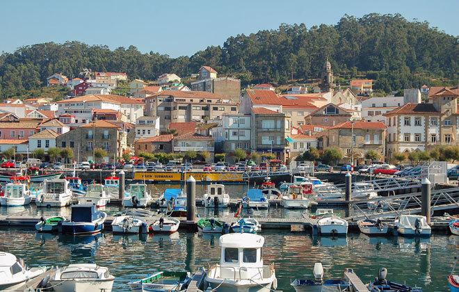 Vista del pueblo gallego de Muros.