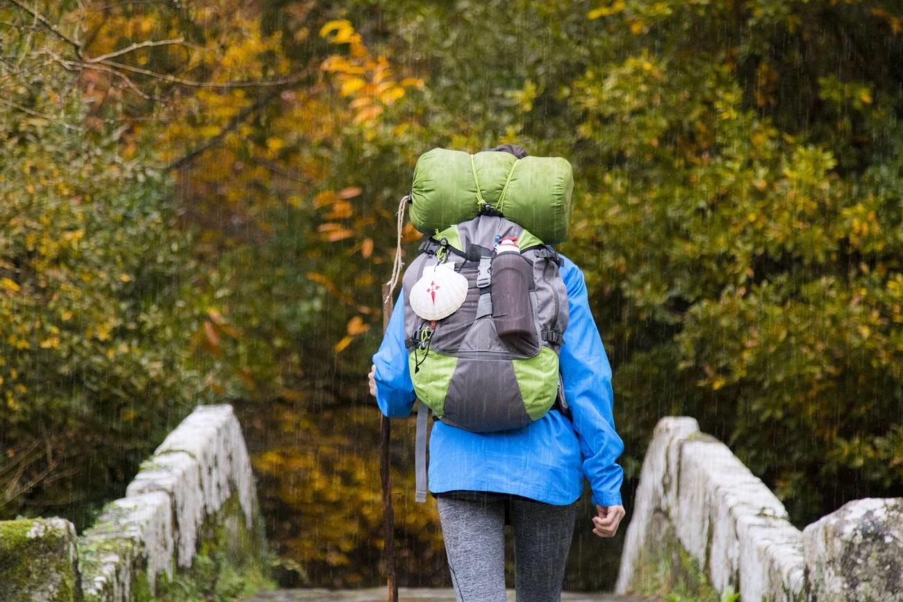 Un peregrino en los últimos kilómetros del Camino.