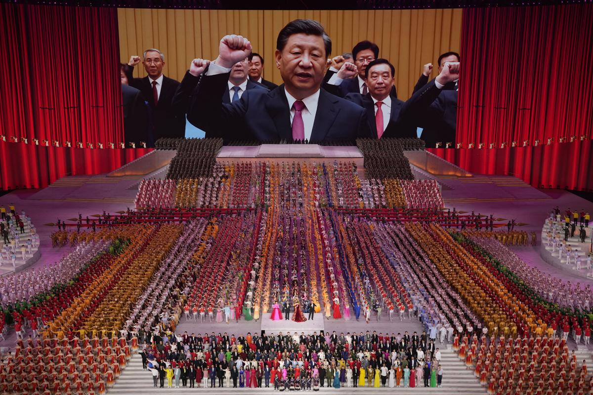 Xi Jinping, durante una gala en la víspera del aniversario del partido.