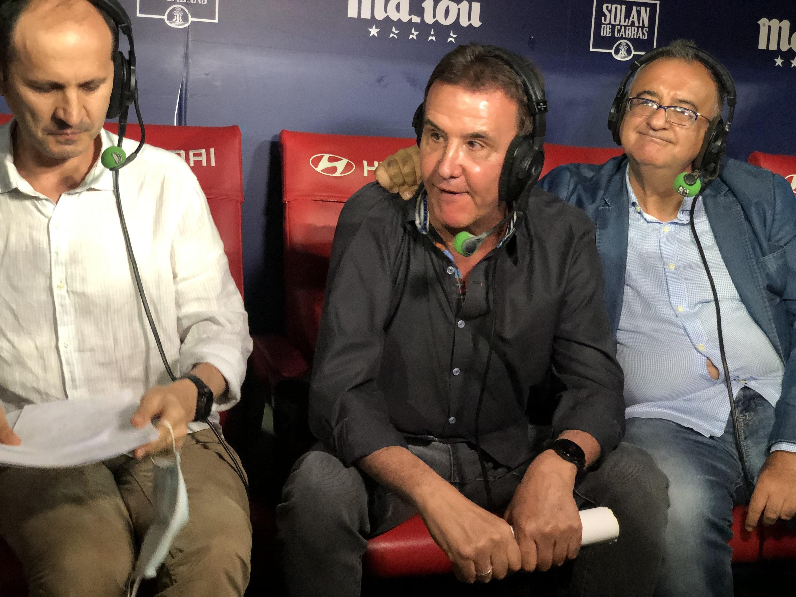José Ramón de la Morena, junto a Carlos Bustillo y Roberto Gómez, en su último programa de radio