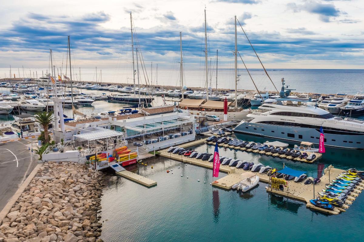 Marina Greenwich (Altea), pensado para el ocio y descanso, rodeado de playas, calas y el restaurante Club Náutico.