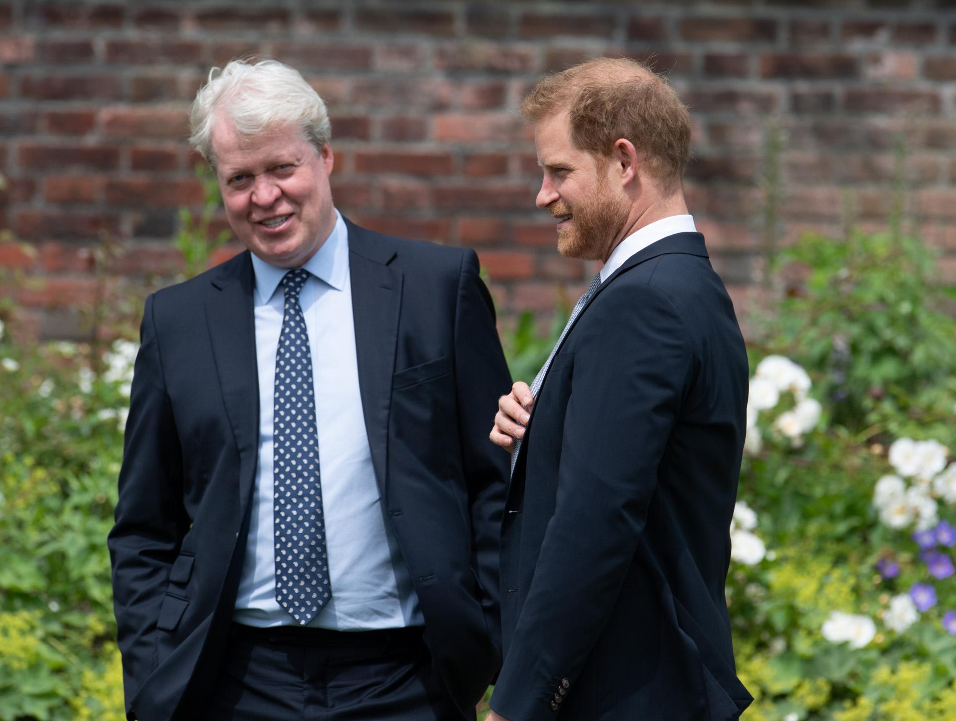 El príncipe Harry, con su tío Charles Spencer.