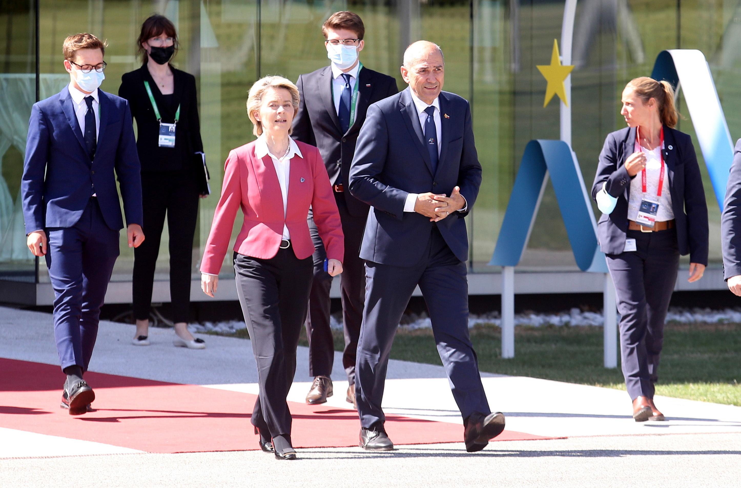 El primer ministro esloveno, Janez Jansa, junto a Ursula von der Leyen.