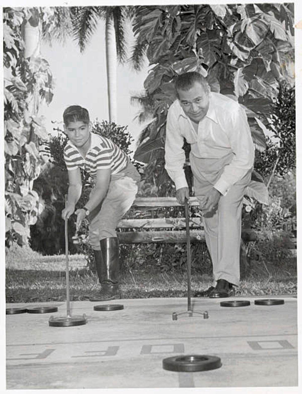 Imagen de archivo de Fulgencio  Batista y su hijo Roberto.