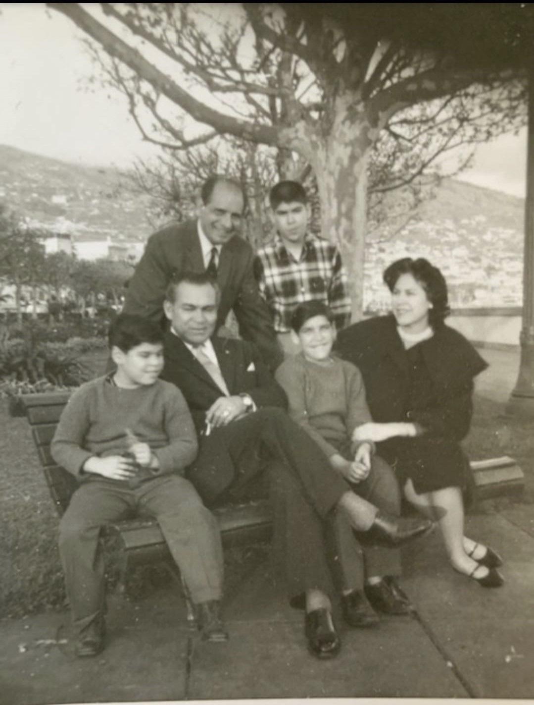 Batista junto a su familia