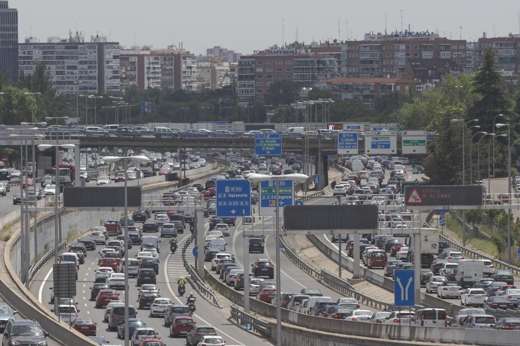 Atasco en la M-30 en Madrid en la salida de la A-3 el pasado mayo.
