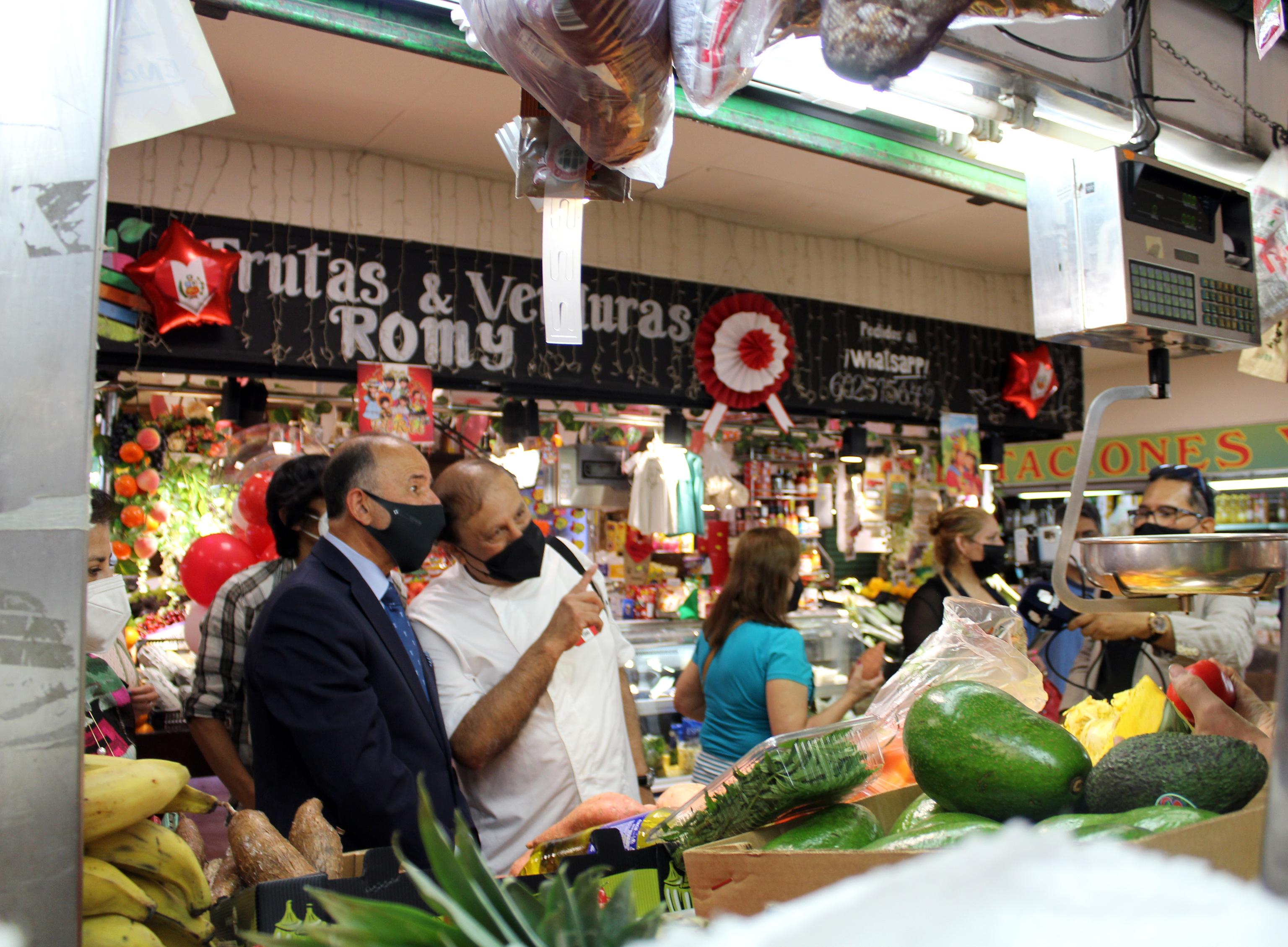 Ambiente en el Mercado de los Mostenses.