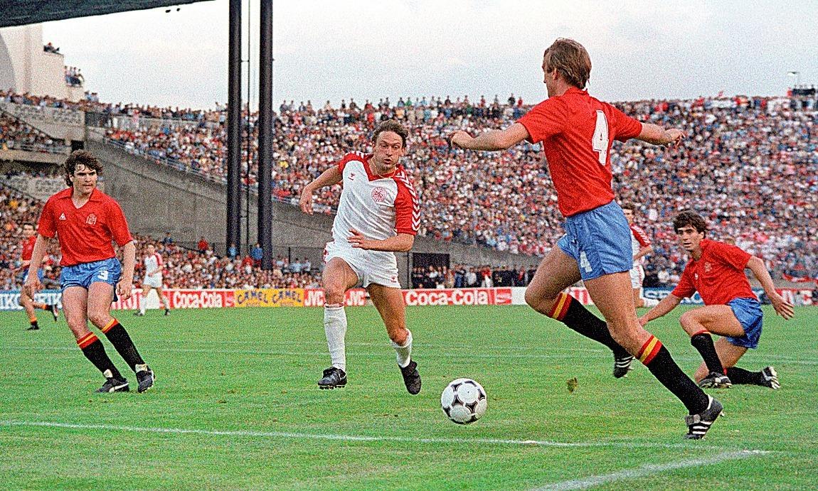 Maceda (dcha.) marcó el gol a Dinamarca que dio paso a los penaltis en Francia'84.