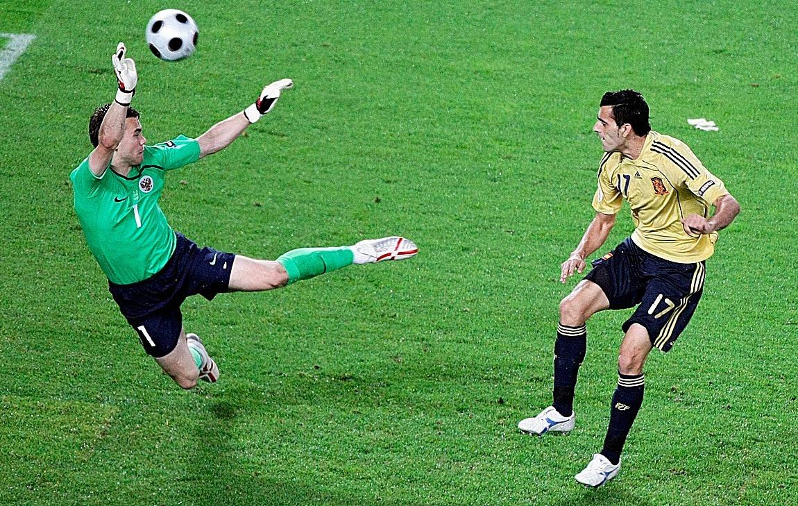 Dani Güiza anota el 2-0 en la semifinal de la Eurocopa 2008 ante Rusia.