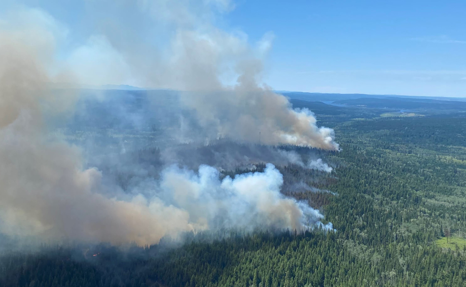 Incendio en Deka Lake (Columbia Británica).