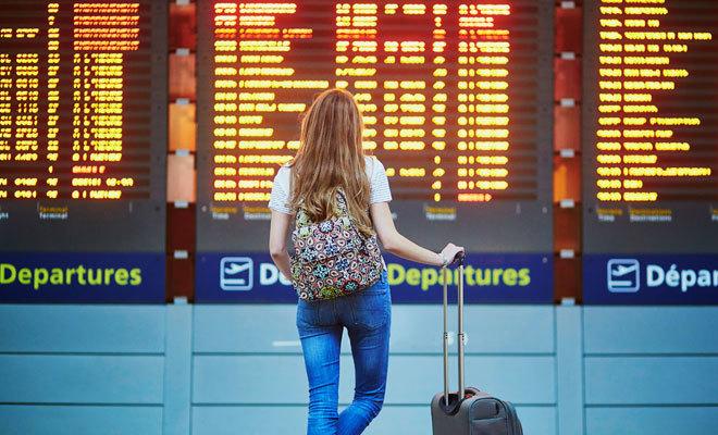 Panel de vuelos de un aeropuerto.