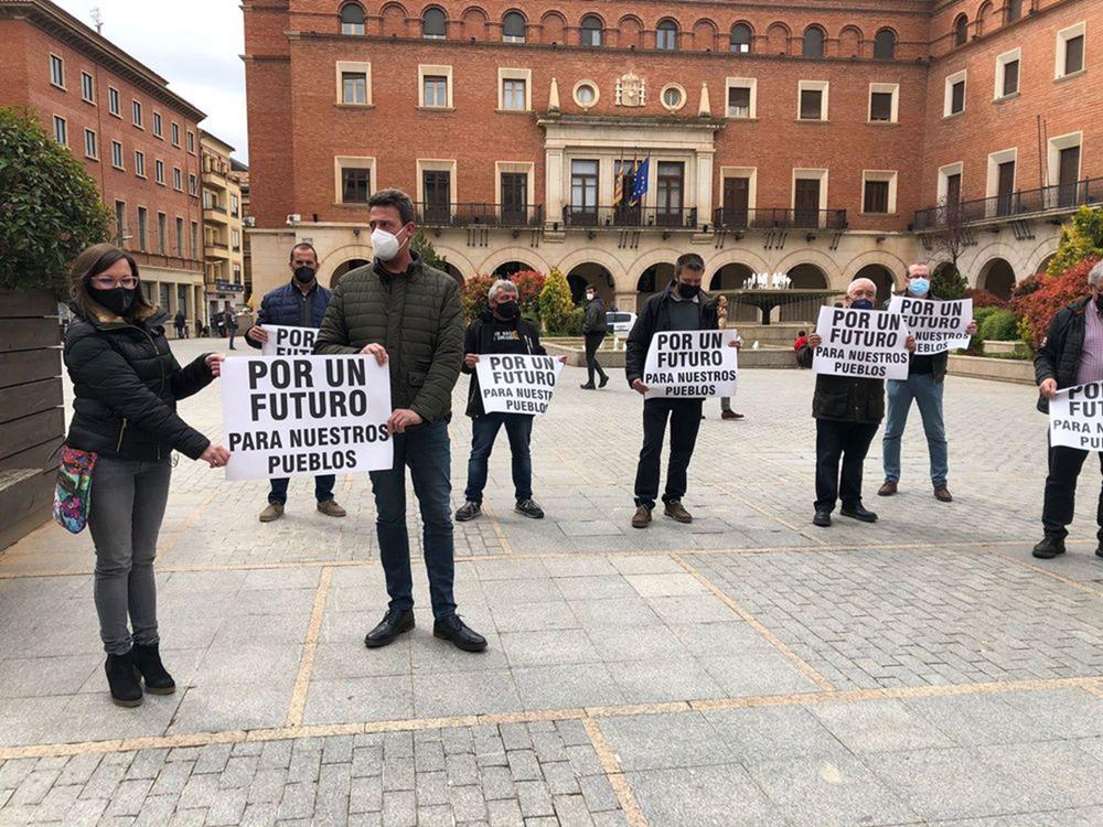 Concentración de vecinos de Mosqueruela (Teruel) a favor de los parques eólicos