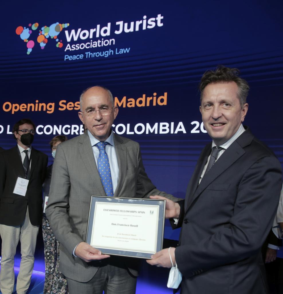 El director de EL MUNDO, Francisco Rosell, junto al abogado Javier Cremades