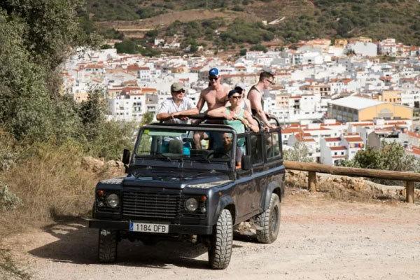 Safari en jeep por la isla.
