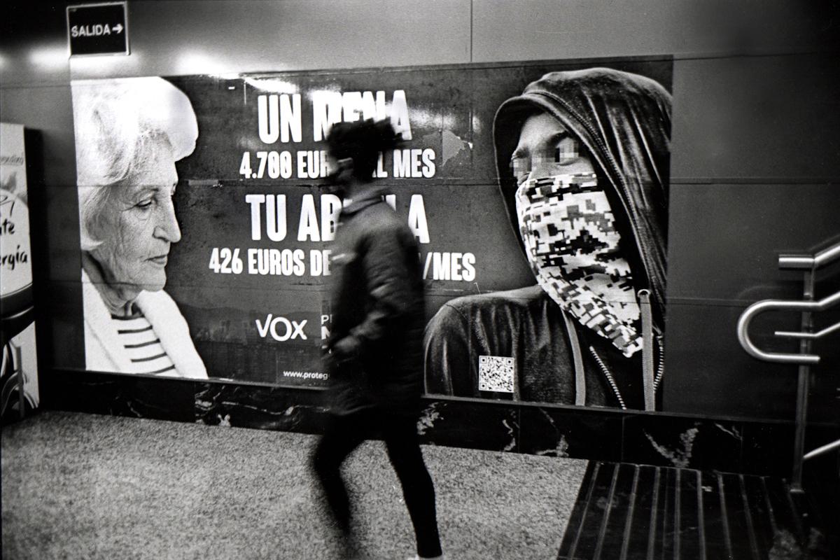 Cartel de Vox en el Metro de Madrid.