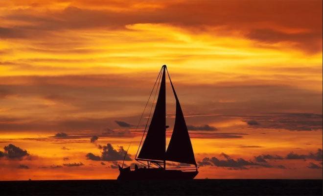 Paseo en velero por la isla.