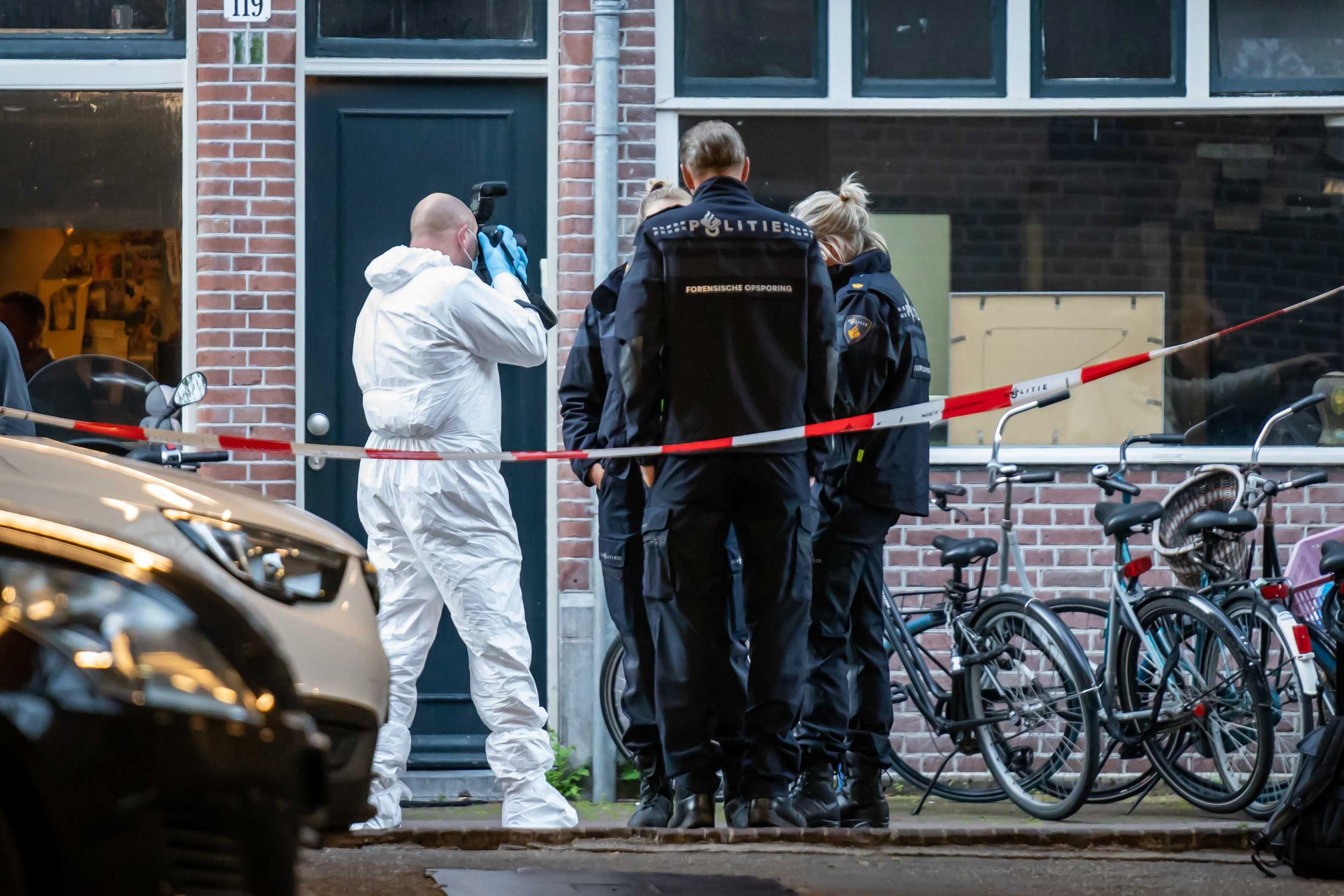 Policia científica en el lugar del ataque a De Vries.