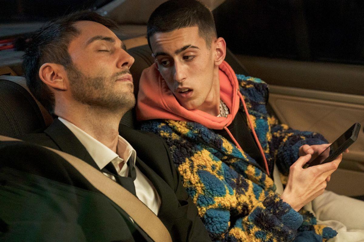 David Guapo y Diego Arroba, en un viaje en coche por la noche.