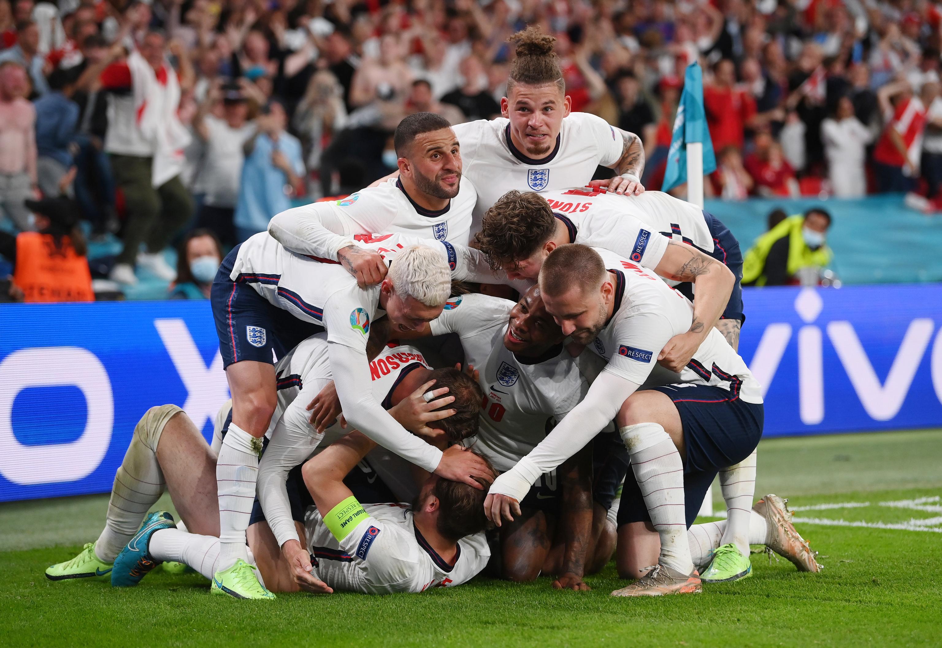 Los jugadores ingleses celebran el gol de Kane.