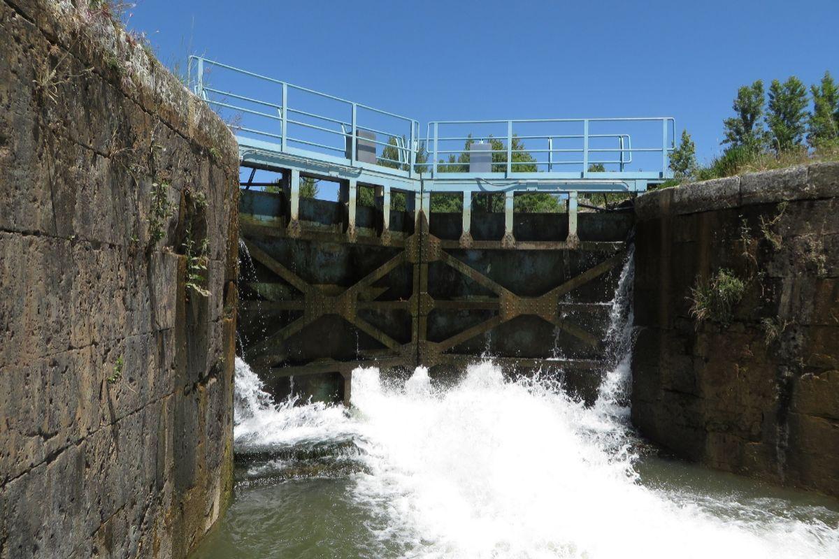Una de las esclusas del Canal de Castilla.