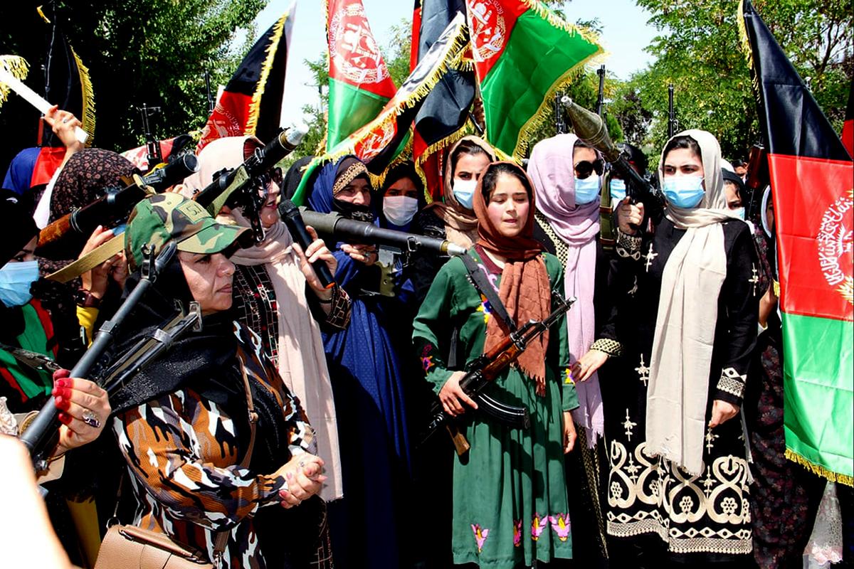 Mujeres armadas en Ghor, Afganistán.