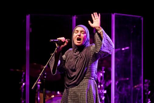 En 2019 durante una actuación en Berlín, ya convertida al Islam bajo el nombre Shuhada Sadaqat.
