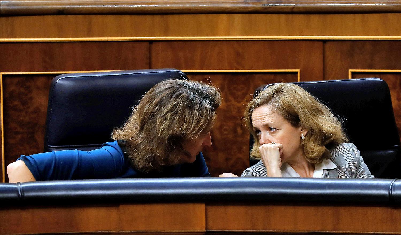 Sobre la vicepresidenta primera, Nadia Calviño, y la tercera, Teresa Ribera, recae la decisión de proponer al Consejo de Ministros si se aprueba la OPA parcial de IFM sobre Naturgy y con qué condiciones